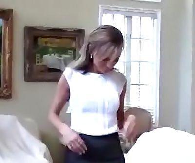 أمي مارس الجنس :بواسطة: الخطوة ابن 12 مين